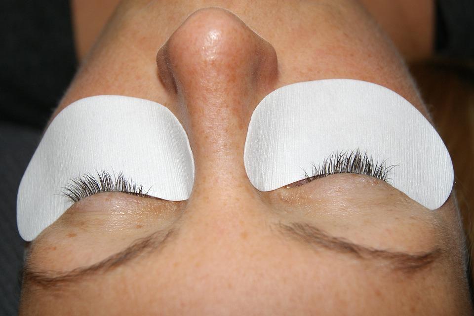 Un maquillage permanent par extensions de cils