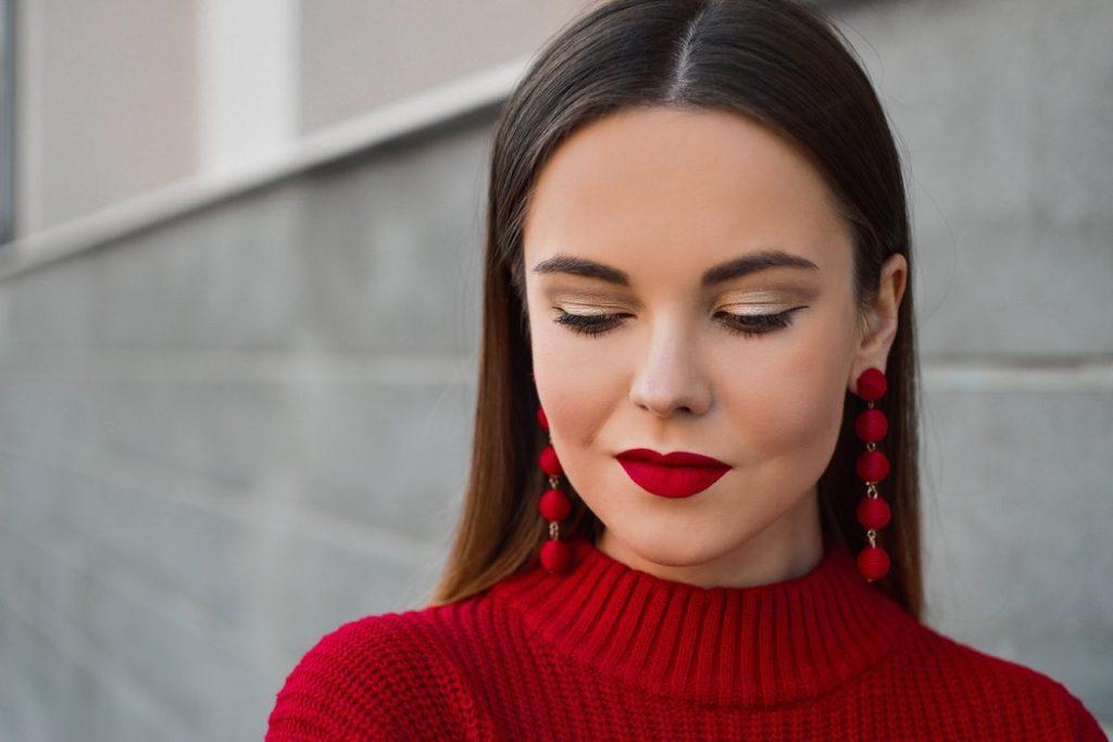 porte de boucles d oreilles rubis