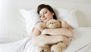 dormir avec une peluche